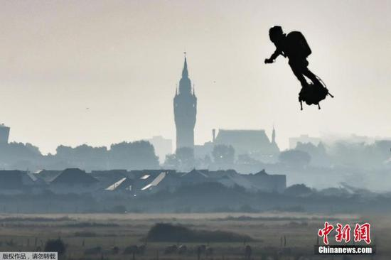 French inventor crosses English Channel on jet-powered hoverboard