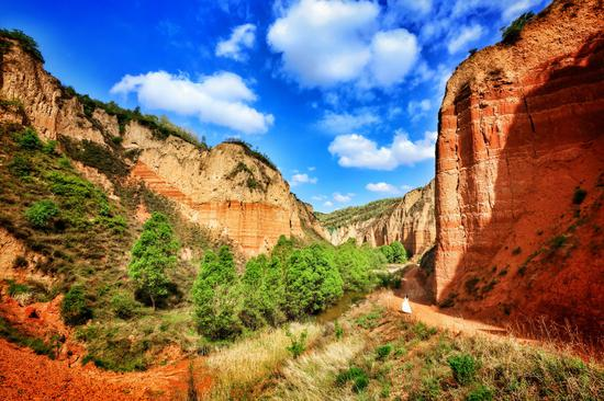 Red earth park a world of wonders in Shanxi