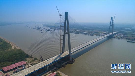 Landmark bridge on Yangtze River counts down to completion
