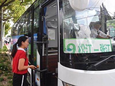 Alipay debuts smart bus-pooling service in Shanghai
