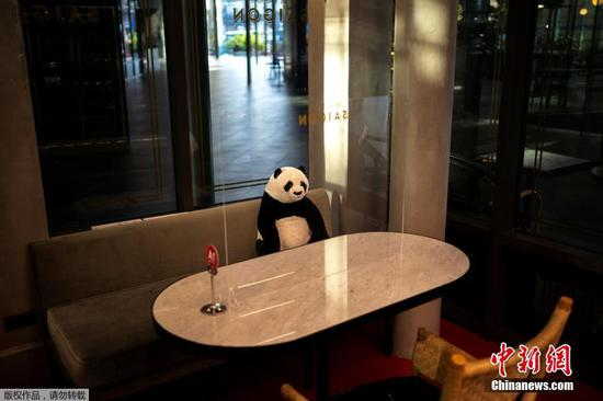 Panda toys help Thai diners keep their distance
