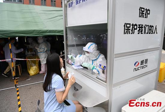 Nucleic acid testing kiosks put into use in Beijing