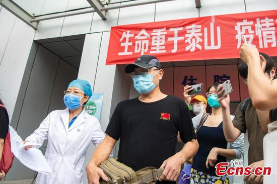 Beijing bus driver released from hospital, first to recover from latest Xinfadi outbreak