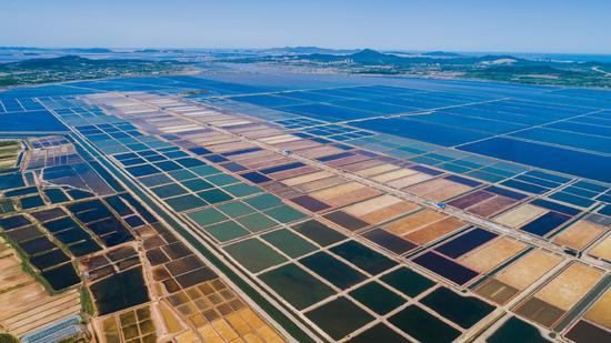 Dalian reveals colorful saltworks