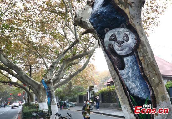 Animal paintings on trunk vivify Nanjing city