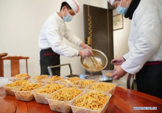 Restaurant provides free meals to community workers as COVID-19 outbreak hits Shijiazhuang