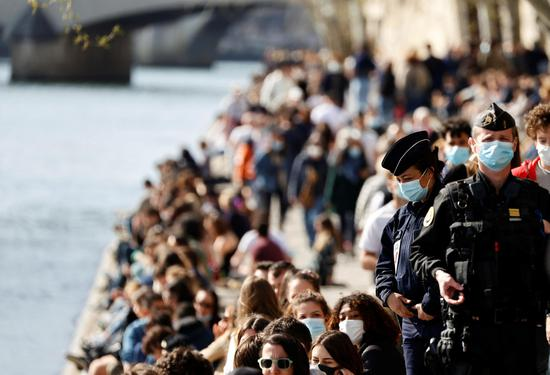 Parisians revel in spring scenery along Seine River despite Covid-19 pandemic